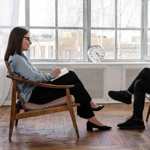psicologa-clinica-y-paciente